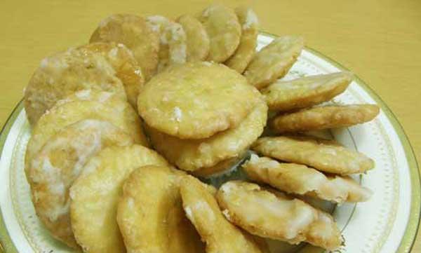 Sweet Mathri Recipe   How To Make Sweet Matthi   Meethi Mathri