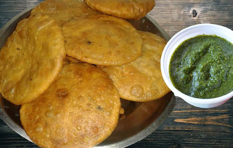 ज्यादा स्वादिष्ट ऐसे बनाए आलू कचोरी Aloo Kachori Recipe in Hindi