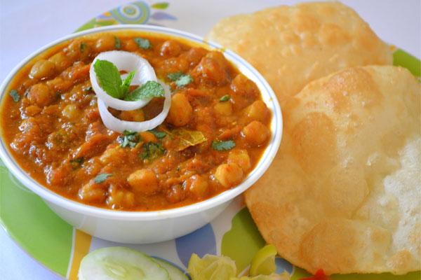 एक अलग स्वाद के साथ पंजाबी छोले भठूरे – Punjabi Chole Bhature Recipe