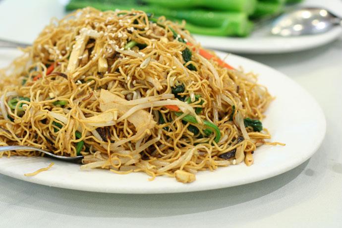 बाज़ार जैसी वेज चाउमिन रेसिपी – Veg Chowmein Recipe