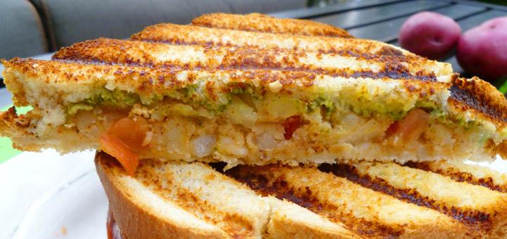 नाश्ते के लिए बनाए स्वादिष्ट आलू सैंडविच