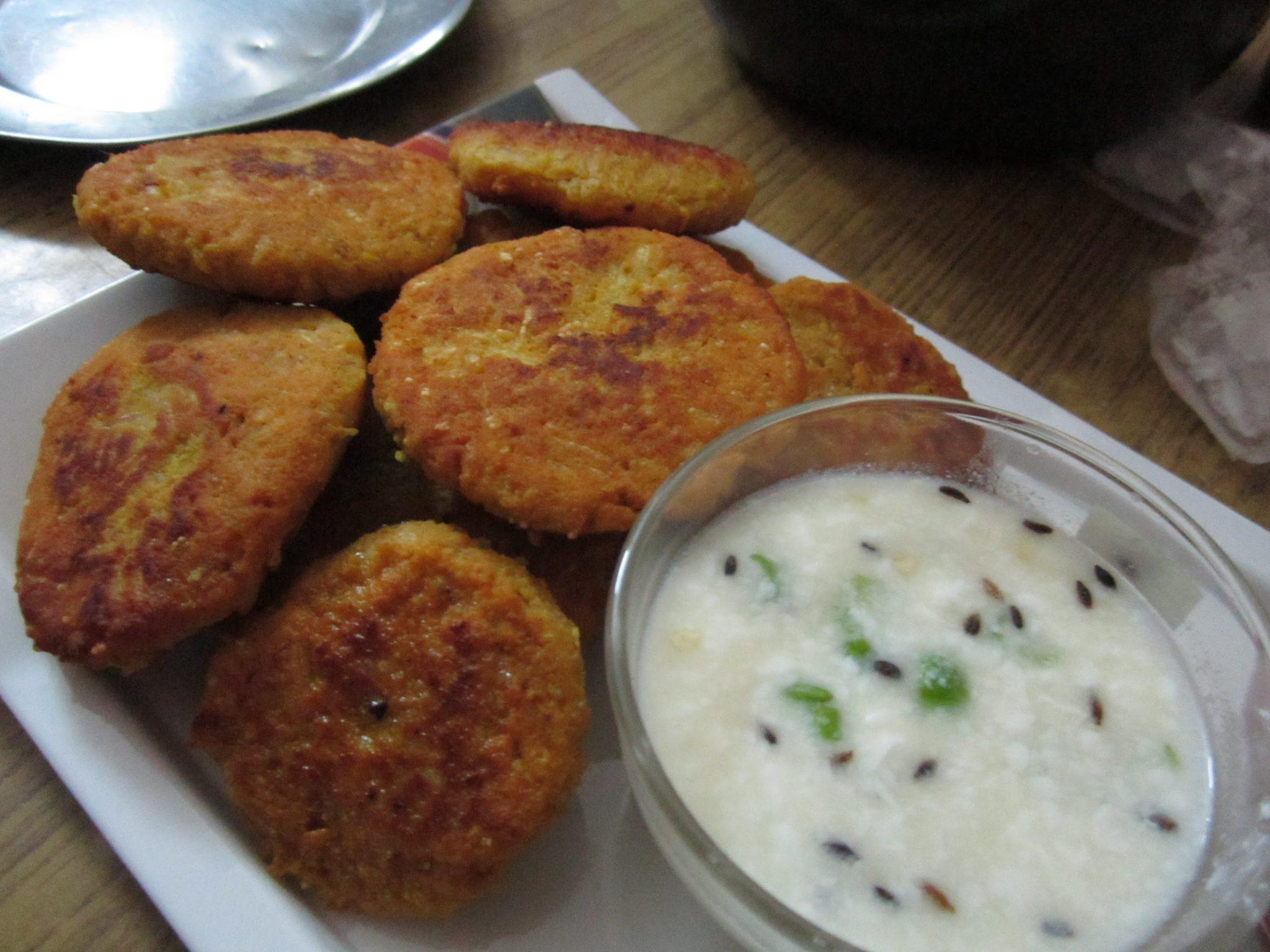 पके हुए चावल और पनीर से बनाएं लज़ीज़ टिक्की – chawal ki tikki recipe in hindi