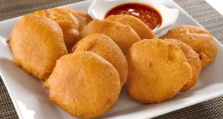 नाश्ते में बनाकर खाएं आलू के पकौड़े Aloo Pakora