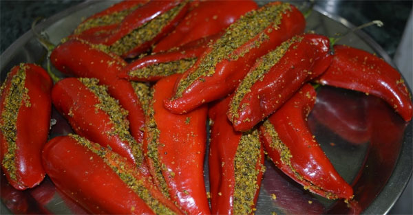 लाल मिर्च का भरवां अचार रेसिपी How to Make Mirch ka Achaar