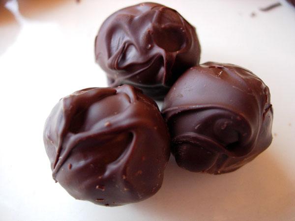 झटपट बनाएं चॉकलेट के लड्डू – how to make chocolate ladoo at home