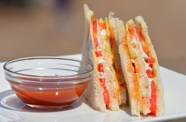 झटपट बनाएं मेयोनीज़ वेज सैंडविच – mayonnaise veg sandwich recipe