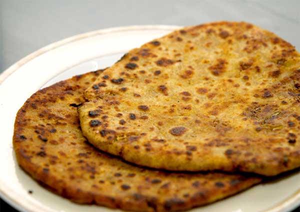 आलू दाल छोड़ें बनायें चिकन कीमा पराठा Chicken Keema Paratha in Hindi