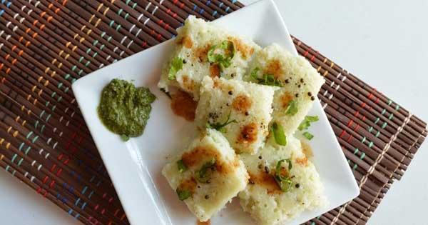 बनाएं स्वादिष्ट रवा पोहा ढोकला रेसिपी – poha dhokla in hindi