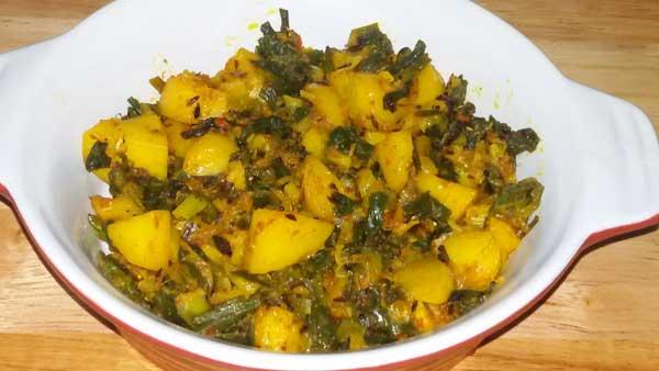 आलू और हरे प्याज़ की रेसिपी Aloo aur Hare Pyaz, Green Onions