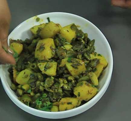 बनाएं बाकला आलू की स्वादिष्ट सब्ज़ी – bakla aloo sabzi recipe in hindi