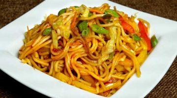 बनाई जाए बाज़ार जैसी चटपटी वेज चाउमिन Veg Chow Mein Recipe in Hindi