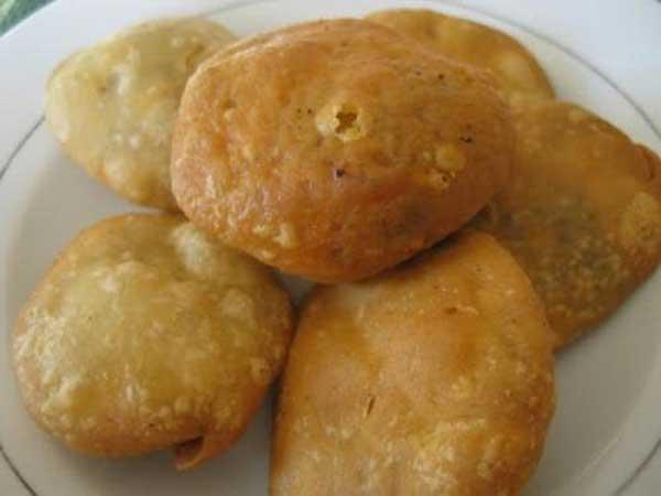 सुबह के नाश्ते में बनाएं तीखी व मज़ेदार आलू की कचौड़ी – aloo kachori banane ki vidhi