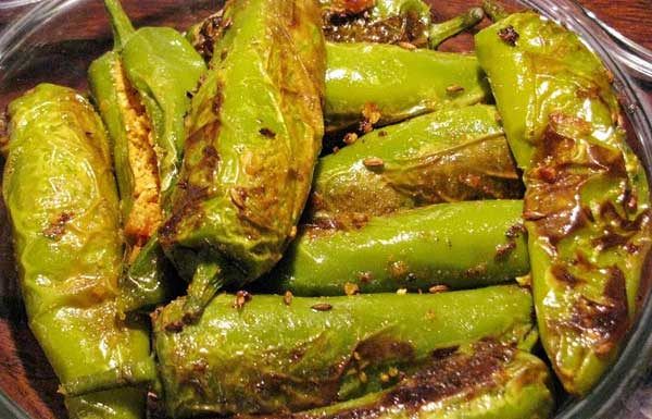 जब तीखा खाने का मन करे तो बनाएं स्वादिष्ट बेसन की भरवा मिर्च खाने का स्वाद दोगुना कर देती हैं – besan ki bharwan mirch