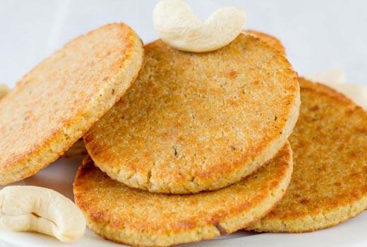ओवन में बनाएं स्वादिष्ट काजू की मीठी पूरी – Kaju ki Meethi Puri