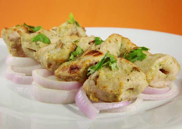 बच्चे हो या बड़े सभी के मन को भाएं चिकन रेशमी कबाब