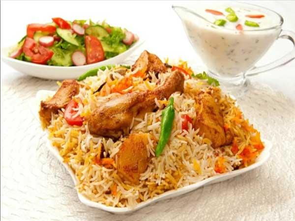 कोलकाता स्टाइल में बनाएं चिकन बिरयानी