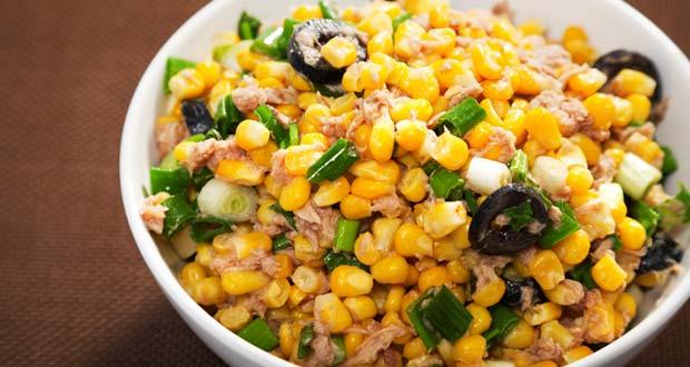 भुट्टे की चटपटी व मज़ेदार चाट बनाएं बस चुटकियों में – Corn Chaat