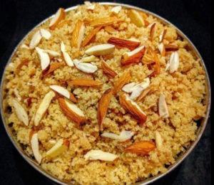 इस जन्माष्टमी कान्हा के लिए प्रसाद में बनाएं स्वादिष्ट आटे का चूरमा