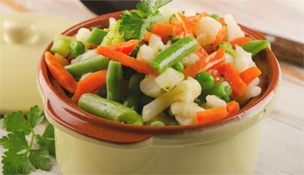 Green vegetables and salads