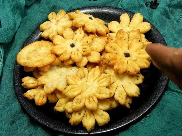Flower mathri