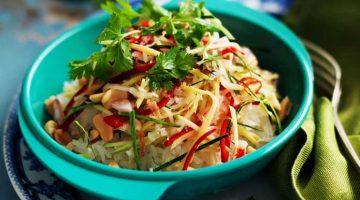 हर खाने की शान बढ़ाएं राइस एप्पल की मजेदार सलाद Rice Apple Salad