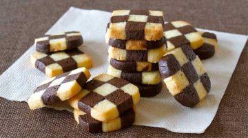 चेकरबोर्ड कुकीज़ बनाने की इससे अच्छी रेसिपी आपको कही नहीं मिलेगी Checkerboard-Cookies