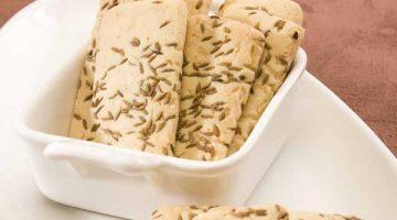 चाय का मज़ा बढ़ा देगी ये मजेदार कुकीज़ Jeera Biscuits In Microwave