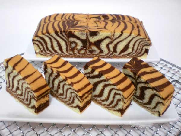 जब स्पेशल खाने का दिल करे तो बनाएं ज़ेबरा केक Zebra Cake Recipe in Hindi