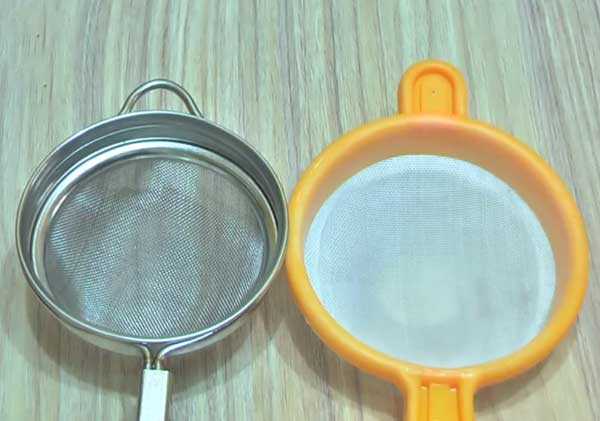clean your plastic steel tea strainer