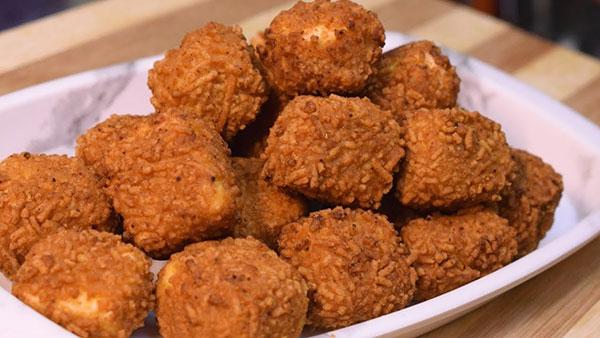 मेहमानों को बनाकर खिलाएं क्रिस्पी पनीर पकौड़े Crispy Paneer Pakora Recipe in Hindi