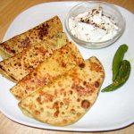 इस बार ब्रेकफास्ट में बनाएं ये स्वादिष्ट व हेल्दी खस्ता परांठा Lauki Paratha