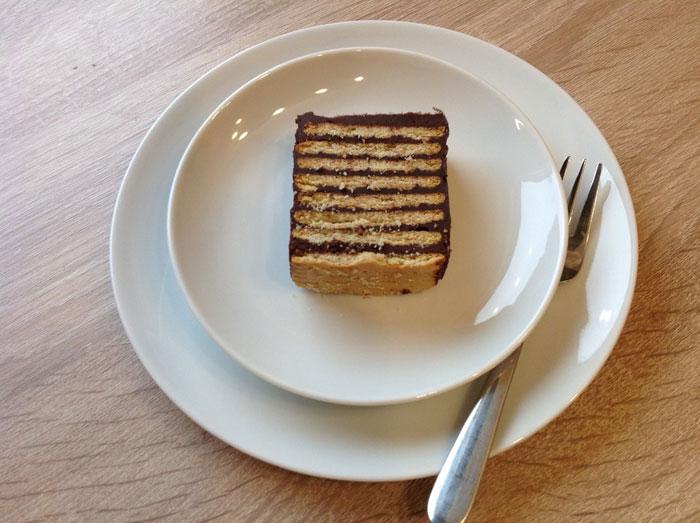 बिना बेक किये बनाएं चॉकलेट बिस्कुट केक No Bake Chocolate Biscuit Cake