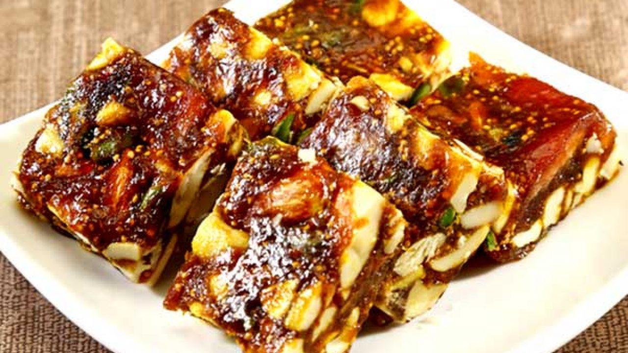 स्वाद व सेहत से भरपूर बनाएं खजूर बर्फी Khajoor Barfi Recipe in Hindi