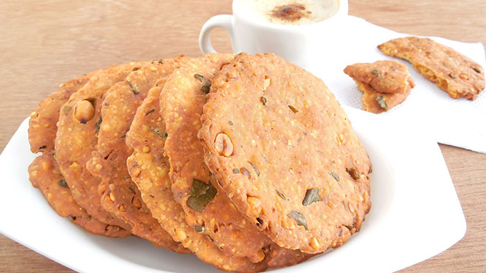 ऐसा यम्मी व चटपटा नाश्ता जो सुबह-शाम की भूख में सबके मन को भाए Nippattu Recipe