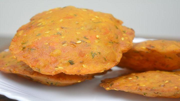 इस बार बनाएं गाजर की स्वादिष्ट व खस्ता पूरी Gajar ki Puri
