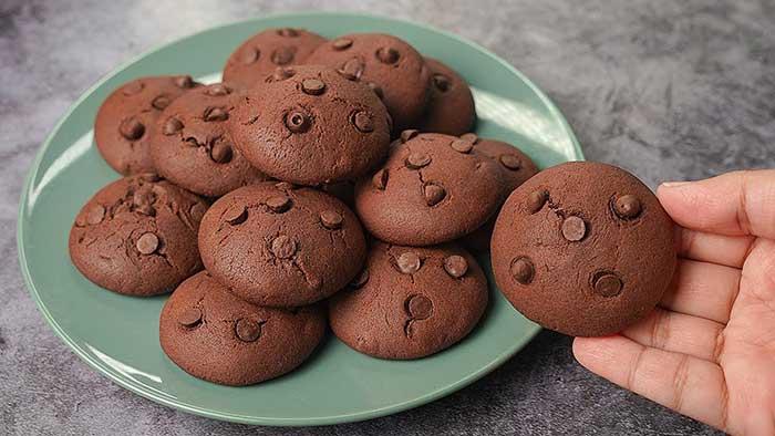 overloaded chocolate cookies